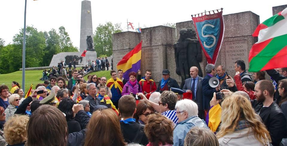 Actes davant el monument d'homenatge als espanyols republicans.