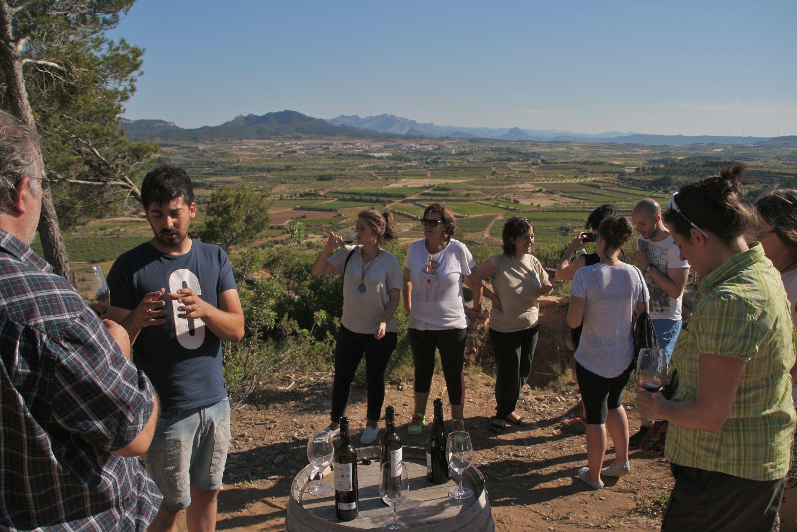 Ruta Vins a la Trinxera al Poble Vell de Corbera d'Ebre i la Cota 402