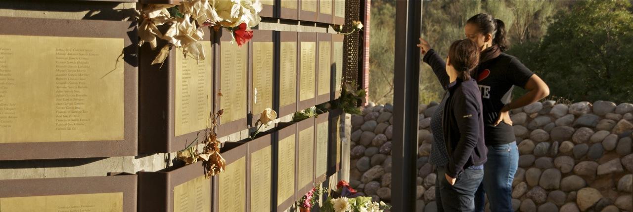 Terra Enllà ofrece rutas guiadas por el sitio de recuerdo a los soldados desaparecidos.