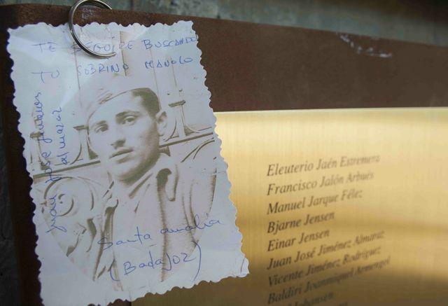 Imagen del memorial incluida en la exposición fotogràfica 'Abans d'ahir' de Andreu Caralt, de Terra Enllà.