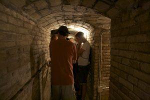 La ruta Hemingway a Tortosa s'inicia al refugi antiaeri número 4.