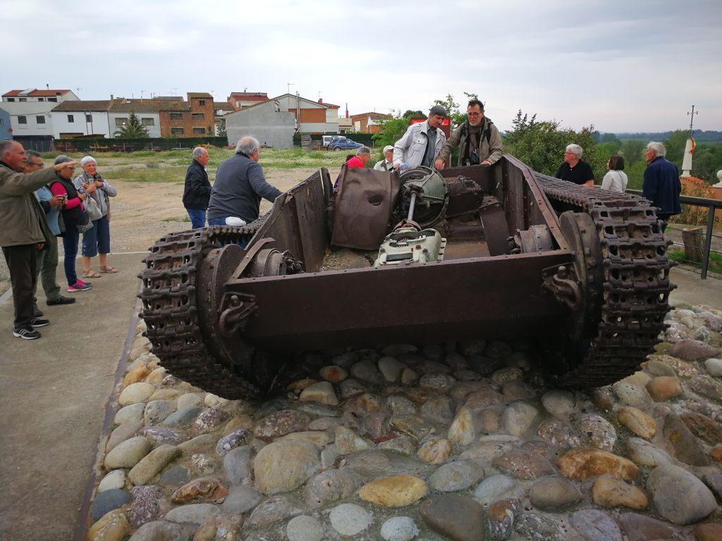 Imattge de les restes del tanc republicà a Vilanova de la Barca. Foto: Terra Enllà