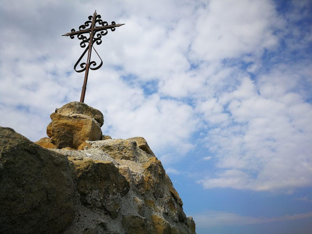 Runes de l'ermita del Pedrís, al Cap de Pont de Balaguer. Foto: Terra Enllà